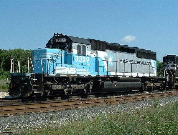 В США сошел с рельс и загорелся поезд с токсичными отходами