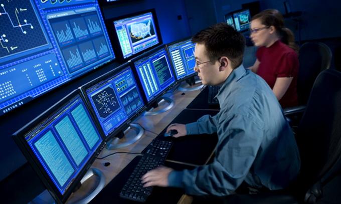 Взлом базы данных на фондовых рынках в США