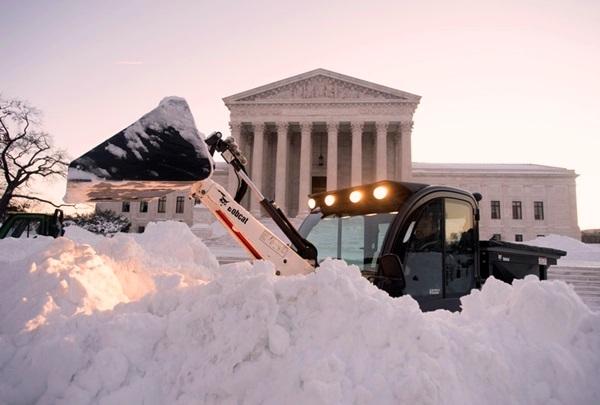 Аномальные снегопады уносят жизни людей в США, Японии, Гонконге и Тайване