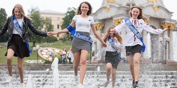 В 2018 году число выпускников школ будет минимальным, — Шаров