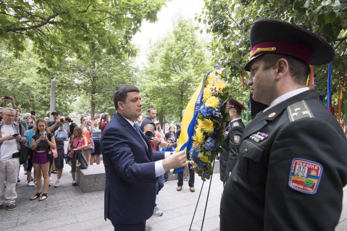 В 2018 году правительствовыделяет 165 млрд гривен для армии, — Гройсман