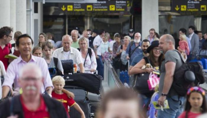 В аэропортах ЕС введены новые правила проверки безопасности