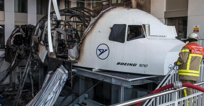 В аэропорту Франкфурта загорелся полетный симулятор