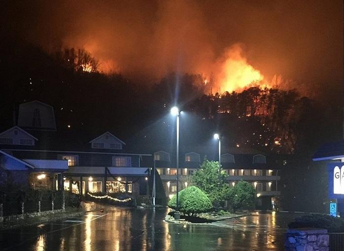 В американском штате Теннесси произошел масштабный пожар (фото)