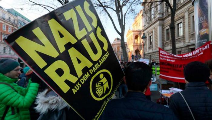 """В Австрии более 5 тысяч человек протестуют против """"крайне правых"""" в правительстве"""