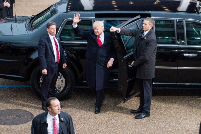 В Давосе кортеж Дональда Трампа сбил полицейского