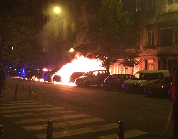 В деловом квартале Брюсселя произошел взрыв: загорелись несколько авто (фото, видео)