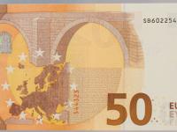 В Евросоюзе выпустили новую купюру 50 евро, которая меняет цвет, как хамелеон (фото)