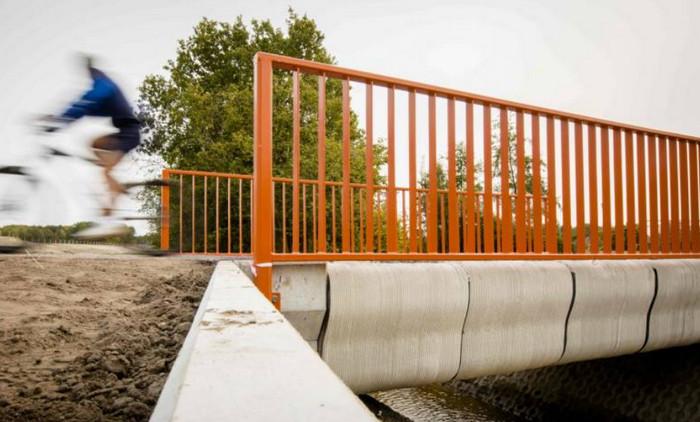 """В Голландии запущен первый мост, """"напечатанный"""" по 3D технологии"""