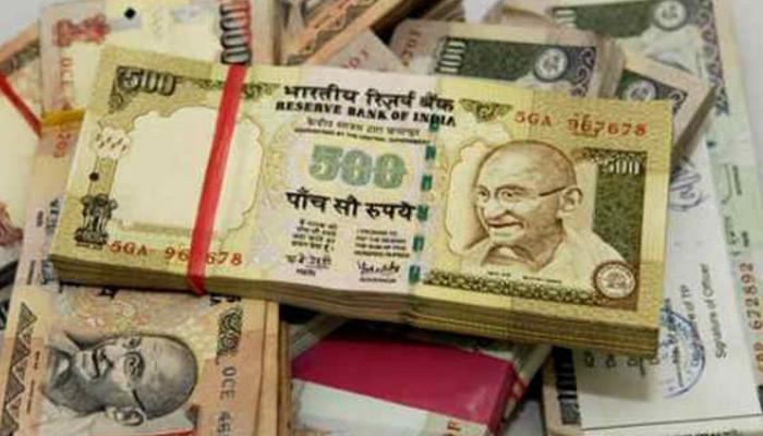 В Индии из оборота изымаются купюры 500 и 1000 рупий