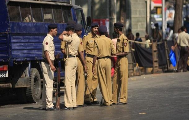В Индии полицейский расстрелял своих сослуживцев из автомата