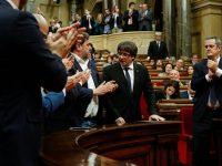 В Каталонии начались выборы в парламент. Власти Испании отозвали из ЕС ордер на арест Пучдемона