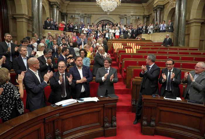 В Каталонии парламент одобрил проведение референдума, дающего возможность отделиться от Испании