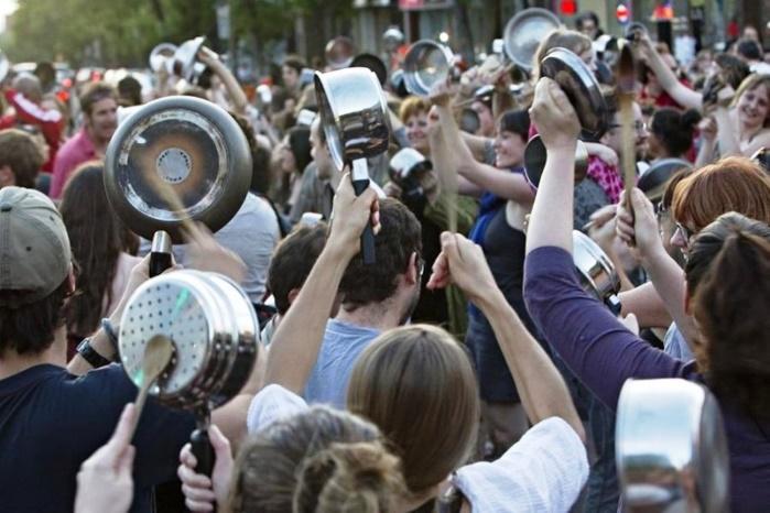 """В Каталонии прошел протест """"пустых кастрюль"""" после заявления премьера Мариано Рахоя"""