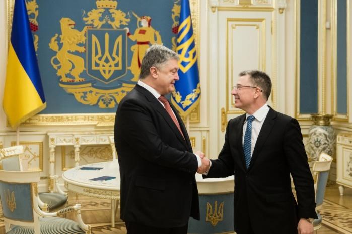 В Киеве Порошенко и Волкер обсудили введение миротворцев ООН