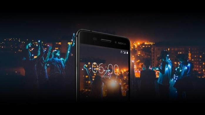 В Китае демонстрируют прочность Nokia 6 раскалывая орехи