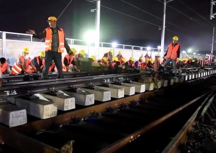 В Китае за несколько часов была построена железнодорожная станция