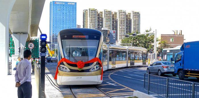 В Китае запустили беспилотный трамвай
