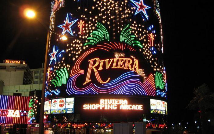 В Лас-Вегасе уничтожили башню знаменитого казино Riviera