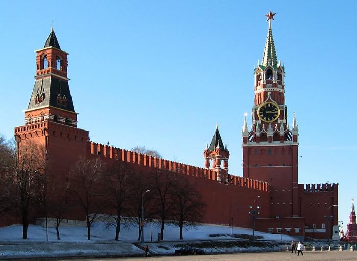 В Москве хотят сделать главным соперником Путина женщину