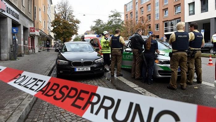 В Мюнхене мужчина с ножом ранил прохожих и скрылся, жителей просят не выходить на улицу