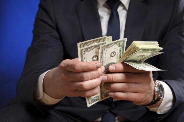 В правительстве ограничили сумму вознаграждения государственных исполнителей