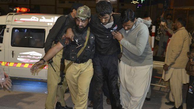 В результате теракта в полицейской академии в Пакистане погибли 59 человек (фото)