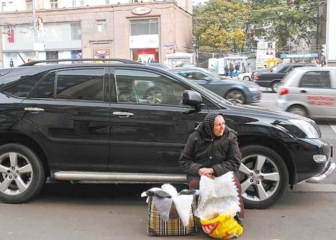 В России из-за растущего уровня неравенства рубль может стать неуправляемым, - Bloomberg
