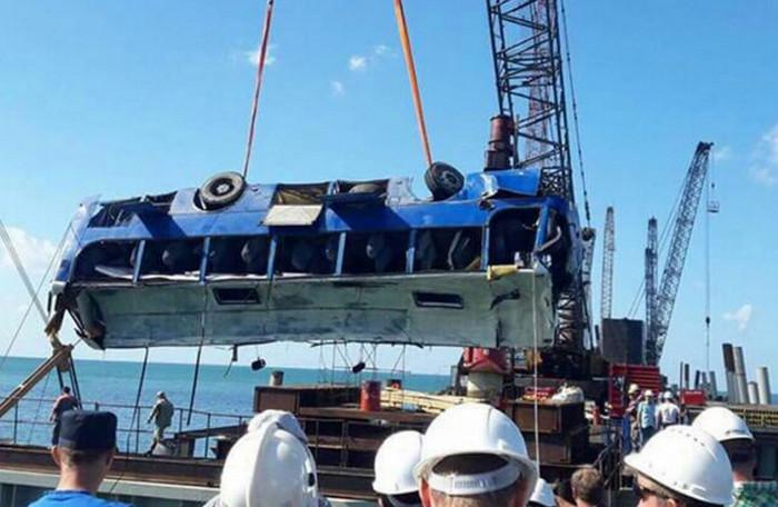 В Россия автобус с рабочими упал в Черное море, есть пострадавшие