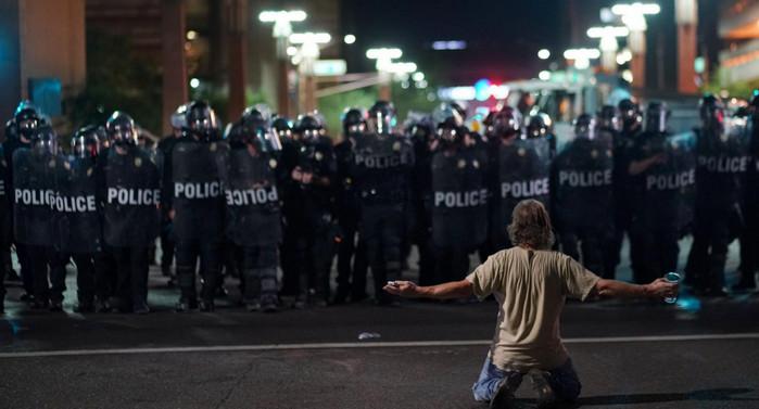 В США полиция применила слезоточивый газ против демонстрантов