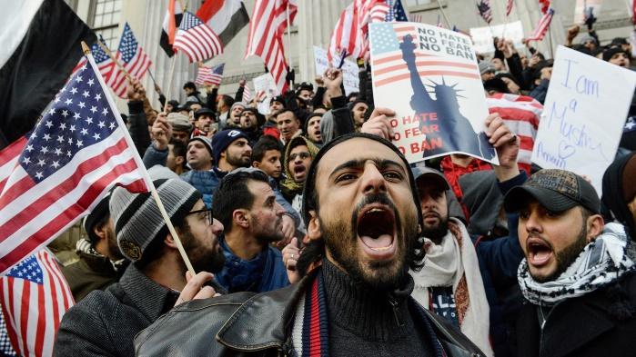В США полностью восстановили действие скандального иммиграционного указа Трампа
