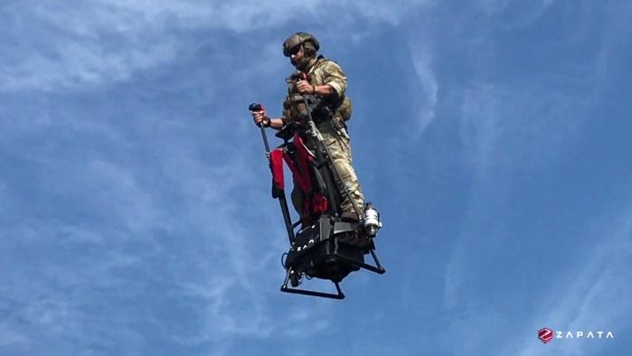 В Техасе успешно испытали новейший летающий сегвей Zapata Ezfly