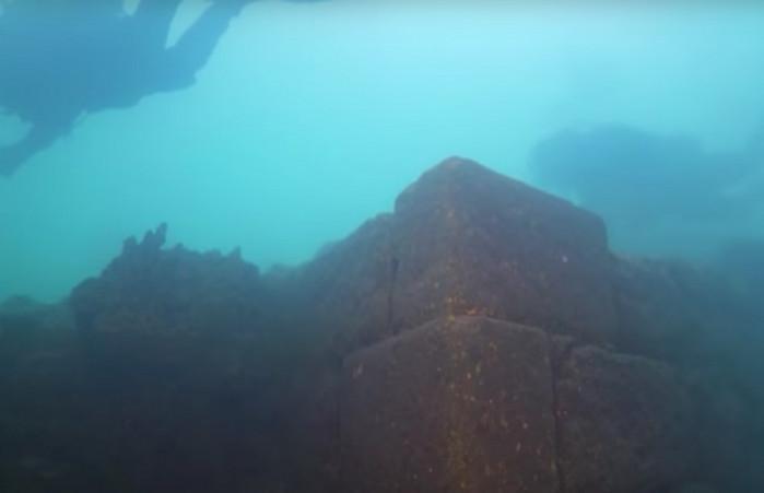 В турецком озере найдена крепость возрастом около 3000 лет