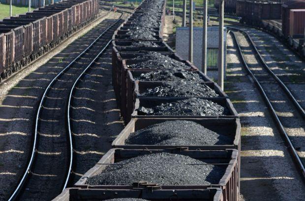 """В """"Укрзализныце"""" подсчитали, сколько вывезли угля с оккупированных территорий"""