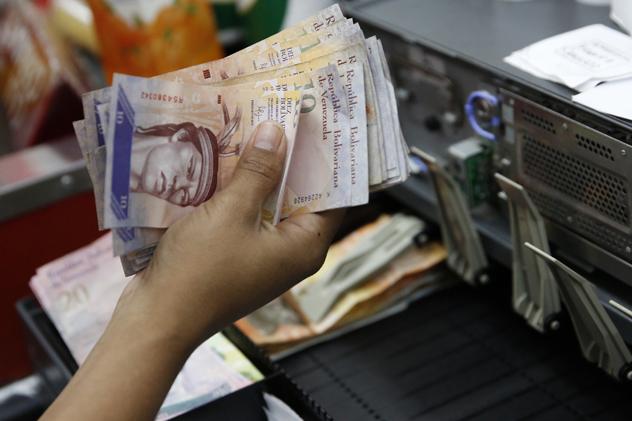 В Венесуэле из-за кризиса переходят на криптовалюту