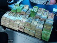 В Венесуэле продавцы взвешивают деньги при оплате покупок, — Bloomberg