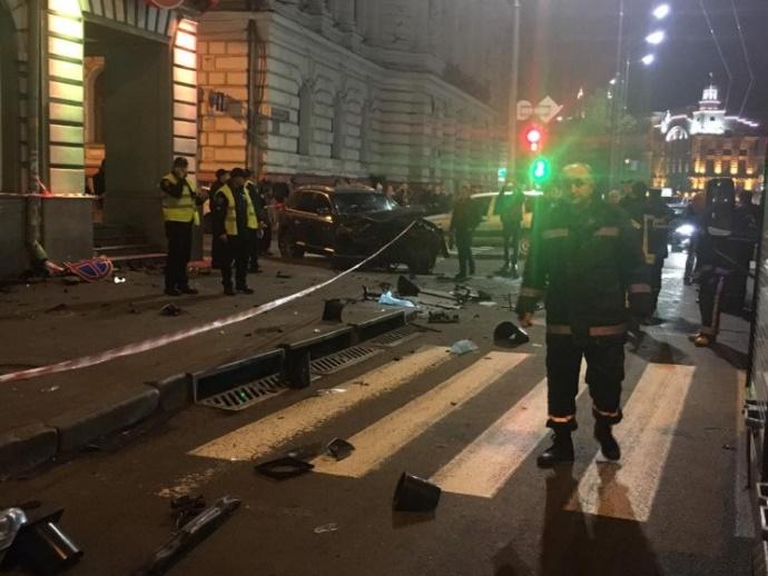 В Харькове внедорожник въехал в толпу людей:5 человек погибли, 6 получили травмы