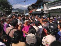 Около полутысячи венесуэльских женщин прорвались в Колумбию за продуктами
