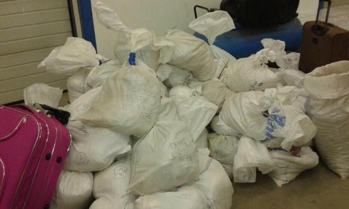Венгерские таможенники задержали тонну янтаря и сигареты из Украины