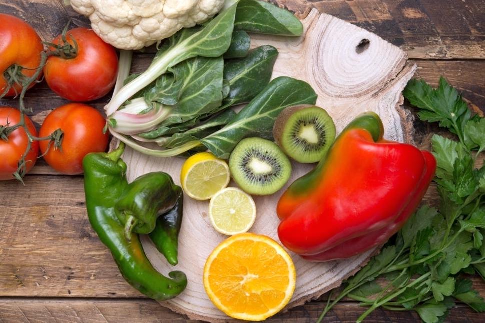 витамин с в продуктах, таблица, в каких продуктах содержится витамин c, где больше всего витамина с, в каком фрукте больше всего витамина c, в каком овоще, в какой ягоде fdlx.com