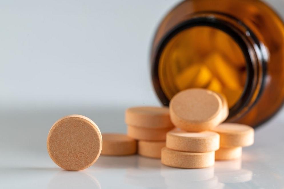 как правильно принимать витамин С в таблетках, чему помогает аскорбиновая кислота, сколько драже аскорбиновой кислоты можно есть в день, как правильно принимать аскорбиновую кислоту, как принимать аскорбиновую кислоту при простуде, витамин с инструкция по применению, витамин с в таблетках fdlx.com