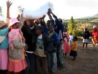 Власти Мадагаскара запретили танцы с мертвыми родственниками
