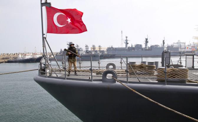ВМС Турции не позволило кораблю ВМС Греции приблизиться к спорным островам