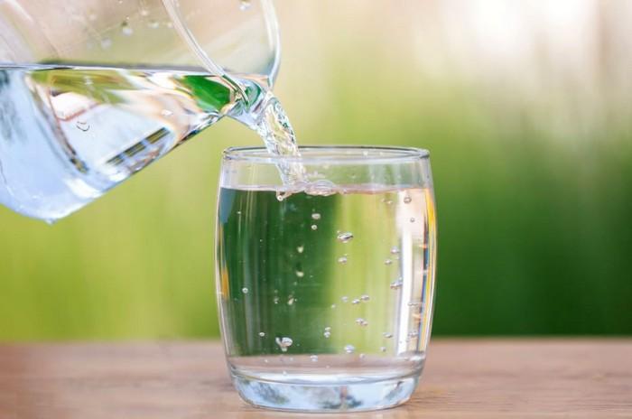 Как правильно пить воду мужчинам и женщинам вода польза для организма