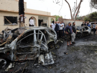 Взорвали 2 автомобиля возле мечети в Ливии: погибли 33 человека