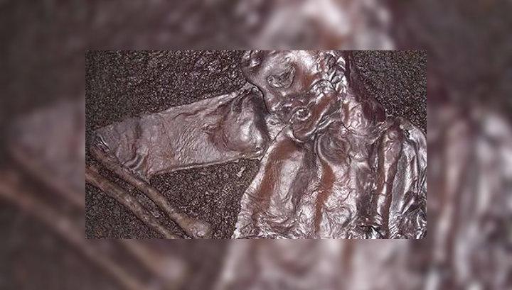 Вор, взломавший машину, испугался мумии в багажнике