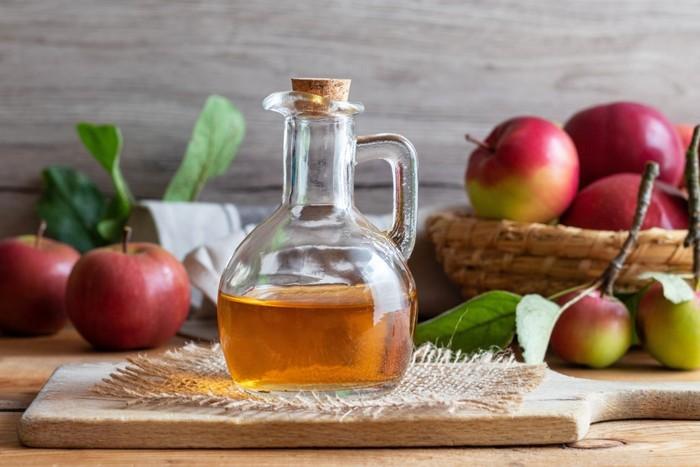 как принимать яблочный уксус для лечения, как правильно пить яблочный уксус по утрам натощак, сколько времени пить яблочный уксус, чем полезно пить яблочный уксус, есть ли противопоказания и вред для здоровья fdlx
