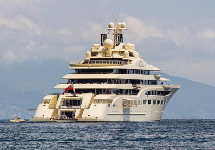 Яхта Dilbar российского олигарха Алишера Усманова признана самой вместительной в мире