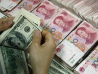 В Китае рекордное падение юаня – валюта обесценилась до уровня 2011 года