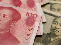 Юань обвалился до четырехлетнего минимума
